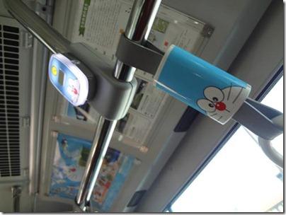 川崎の藤子・F・不二雄ミュージアム行きのバスの中