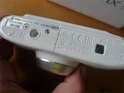 COOLPIX S32底部分