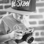 カメラを持つ子供